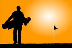 高尔夫球运动员走 免版税库存图片