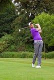 高尔夫球运动员结束位置 库存照片