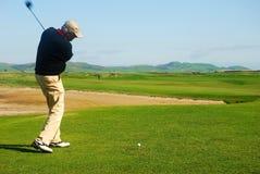 高尔夫球运动员 免版税库存照片