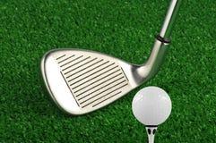 高尔夫球铁俱乐部发球区域 库存图片