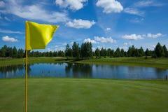 高尔夫球领域活跃休闲旗子 免版税库存图片