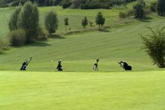 高尔夫球风景夏时 免版税库存图片