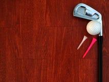 高尔夫用品,检查铁的整洁,投入高尔夫球在红色木地板上 图库摄影