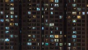 高层住宅块在晚上 免版税库存照片