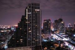 高层建筑物在城市 免版税库存照片