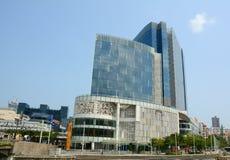 高层建筑物在新加坡的中心 免版税库存照片