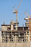 高层建筑物的建筑工作与塔crain 库存照片