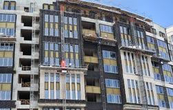 高层建筑物建设中与防水和温暖墙壁 免版税库存图片