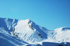 高山下雪下 库存图片