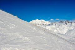 高山冬天山风景 有雪的法国阿尔卑斯 免版税库存图片