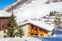 高山冬天山风景 有雪的法国阿尔卑斯 免版税库存照片