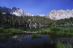 高山加利福尼亚湖内华达山脉 库存照片