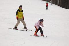 高山女孩一点滑雪培训 免版税库存图片
