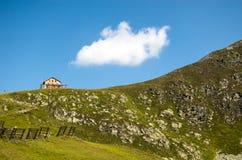 高山小屋在奥地利阿尔卑斯 库存图片
