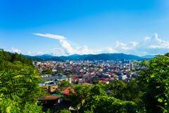 高山市都市风景森林边缘鸟瞰图H 库存照片