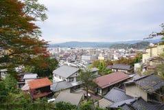 高山市镇风景从上面的 库存图片