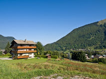 高山旅馆滑雪 库存图片
