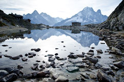高山湖和山 免版税图库摄影