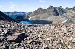 高山湖在Dientes de Navarino在智利,巴塔哥尼亚 免版税图库摄影