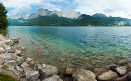 高山湖夏天视图 免版税库存图片