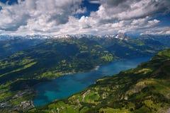 高山湖横向瑞士walensee 免版税库存照片