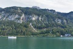 高山湖Mondsee秋天风景,奥地利 图库摄影