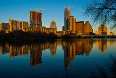 高山焕发金黄小时奥斯汀得克萨斯叫的城市在家 免版税图库摄影