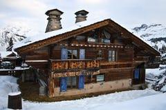 高山瑞士山中的牧人小屋瑞士 免版税库存照片
