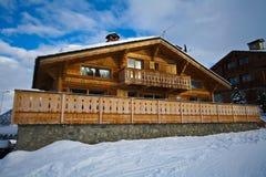 高山瑞士山中的牧人小屋瑞士 免版税图库摄影