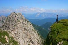 高山登山人 免版税图库摄影