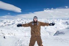 高山的愉快的挡雪板 免版税库存图片