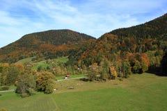 高山的脚的乡下。 免版税库存照片