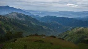 高山省五颜六色的峰顶  图库摄影