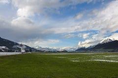 高山草甸在奥地利在冬天 免版税库存图片