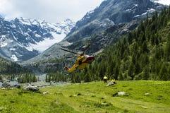 高山直升飞机营救 库存照片