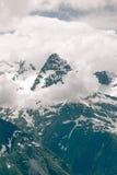 高山风景与云彩的 免版税库存照片