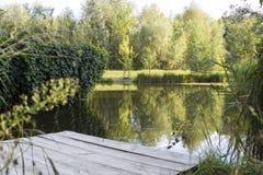 高山幻灯片,湖在公园 库存照片