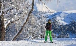 高山滑雪者。丛林地带二Val加迪纳,意大利 库存图片