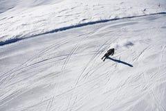 高山滑雪者从上面 库存图片