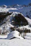 高山arolla瑞士山中的牧人小屋瑞士 图库摄影