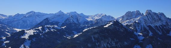 高山Oldenhorn和其他峰顶 33c 1月横向俄国温度ural冬天 库存图片