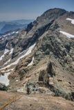 高山Rockclimber在小瀑布山坐式下降法 库存图片