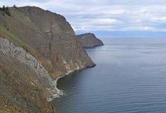 高岩石风景在贝加尔湖的 图库摄影