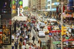 高峰时间在纽约城时常摆正 图库摄影