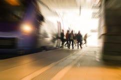 高峰时间火车站繁忙的人民 免版税库存照片