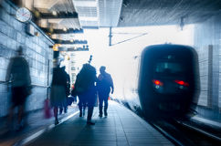 高峰时间火车站繁忙的人民 库存照片