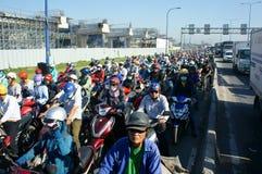 高峰时间,摩托车,交通堵塞,亚洲城市 免版税库存照片