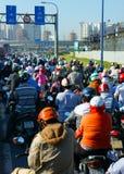高峰时间,摩托车,交通堵塞,亚洲城市 免版税图库摄影