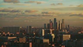 从高峰的时间间隔射击黄昏在城市 影视素材