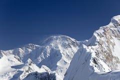 高峰Pobeda (在Kyrgyz的Jengish Chokusu北部山腰或者 免版税库存图片